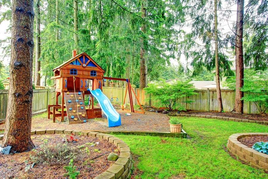 Outdoor Play Area Designs that will Keep your Kids Entertained all summer