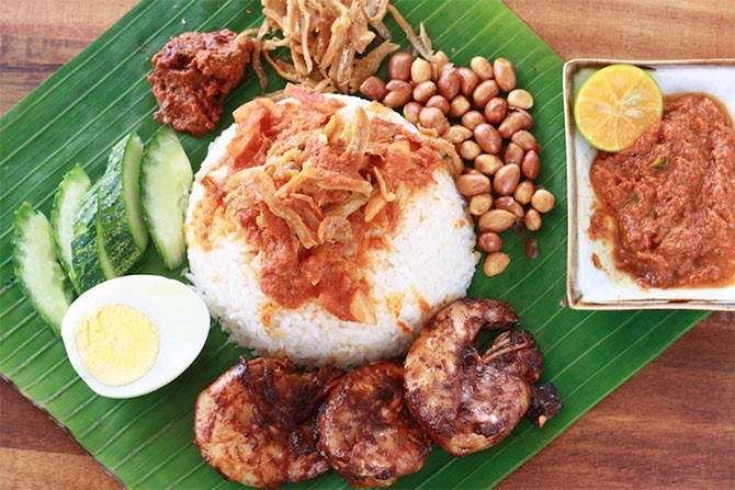 On your trip to Malaysia, don't miss out on these delicious Malaysian food items