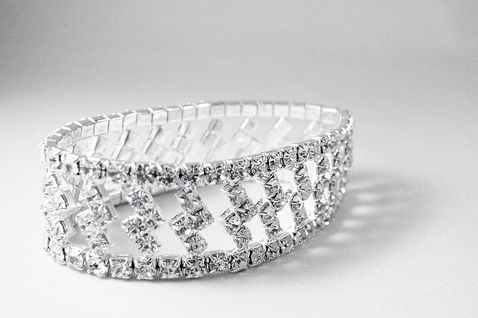 How to Wear Your Diamond Bracelet Just Right