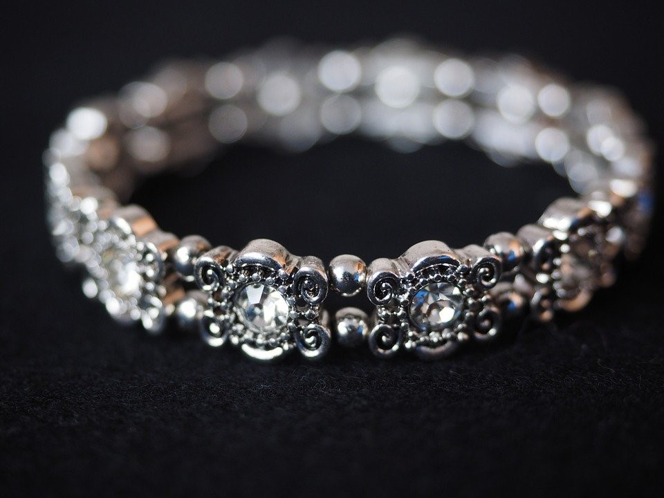 What to Check in Diamond Tennis Bracelets for Women